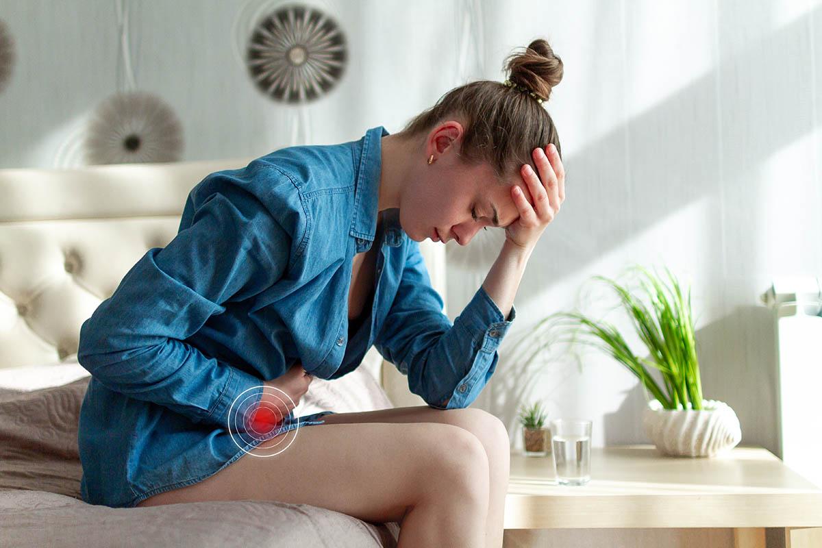 първична аменорея жена с болки в корема